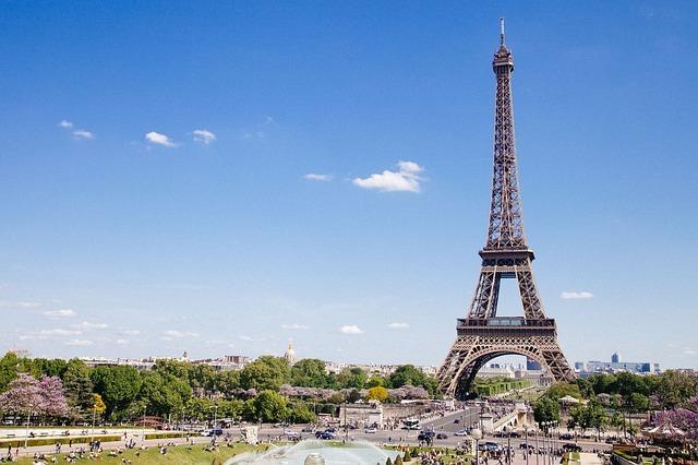 U Francuskoj i dalje opada broj oboljelih i preminulih